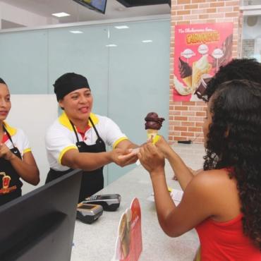 Brasileiro da classe média é o que mais consome sorvete, segundo rede de franquias